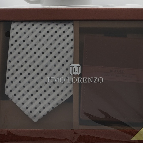Tie with Brown Wallet